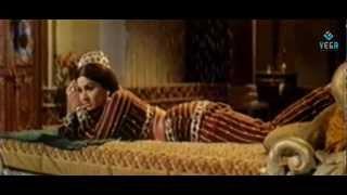 Kamal Hassan And Jaya Bharathi Kissing Scene - Allavuddin Adbutha Deepam