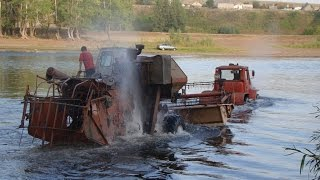 getlinkyoutube.com-Tractor T-150K pulls Harvester SK-5 Niva through a deep river. Dangerous crossing!