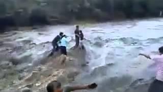getlinkyoutube.com-Mati terseret ombak air terjun