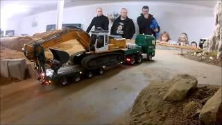 getlinkyoutube.com-ScaleART MAN TGX transportiert Liebherr Bagger 944B