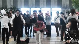 "getlinkyoutube.com-Flashmob surprise proposal フラッシュモブ サプライズ プロポーズ One Direction Live While We're Young JR大阪駅 ""カリヨン広場"