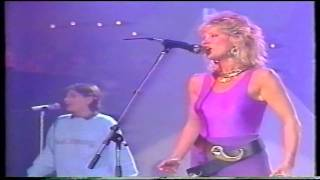 getlinkyoutube.com-Peter's pop show 1985- Mike Oldfield & Anita Hegerland(Pictures in the dark)
