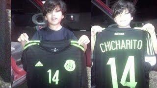 getlinkyoutube.com-Chicharito le Regala su Camiseta a un Niño Hondureño después del México vs Honduras