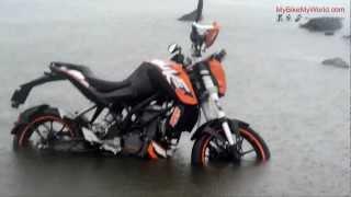 getlinkyoutube.com-KTM Duke 200 Underbelly Exhaust - Live Test