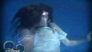 getlinkyoutube.com-Flor-icienta - Max salva a Flor en la piscina