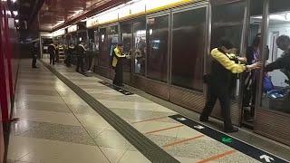 getlinkyoutube.com-【幕門故障特攝】12/2 MTR TCL 荔景站三號月台幕門故障,須改為人手開啟的情況