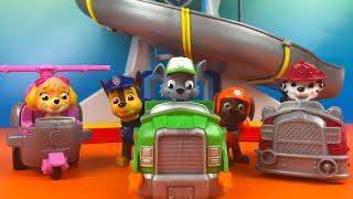 getlinkyoutube.com-Paw Patrol Racers - Rocky Chase Zuma Marshall Sky Racing fun by DisneyToysReview
