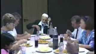 getlinkyoutube.com-Jewish Family At Deedat Residence - (4/12)