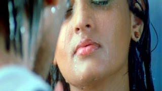 getlinkyoutube.com-Varudu Scenes - Sneha Ullal Start A Competition