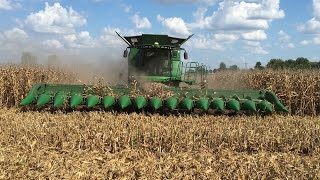 getlinkyoutube.com-John Deere S690 Tracked Combine with a 16 Row Corn Head