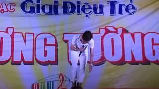 getlinkyoutube.com-[HD] Phạm Trưởng hát Trang Giấy Trắng với bé gái học lớp 3