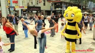 getlinkyoutube.com-Die Biene Maja Flashmob