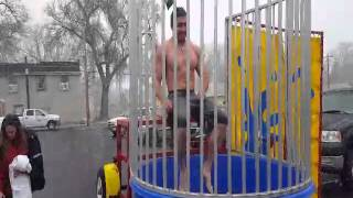 getlinkyoutube.com-Winter dunk tank challenge