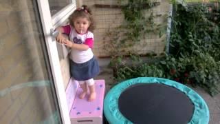 getlinkyoutube.com-دختر دو ساله ایرانی قهرمان ژیمناستیک اروپا شد