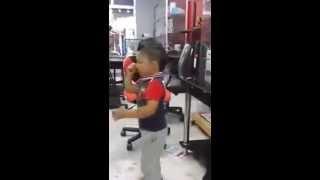 getlinkyoutube.com-طفل صغير عمره 3 سنوات مهبول في الشطيح ey ey