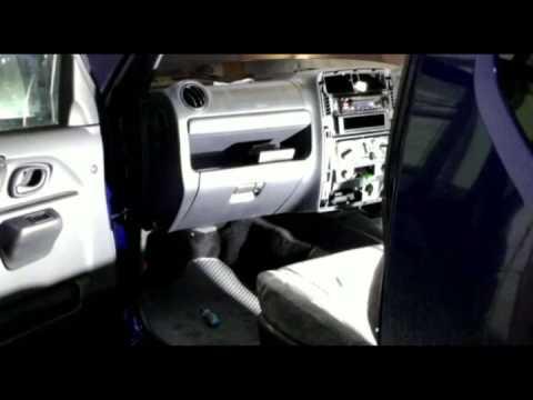 Замена салонного фильтра Suzuki Jimny JB43W