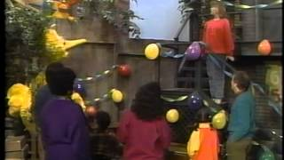 getlinkyoutube.com-Big Bird's Favorite Party Games and Golden Book Music Video (See, Sing and Play)