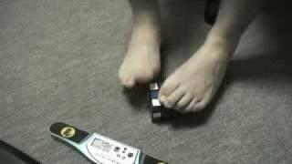 getlinkyoutube.com-cubo di rubik incredibile con i piedi