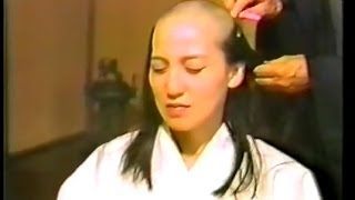 getlinkyoutube.com-尼僧 剃髪得度式① 日本人女性 Japanese nun headshave