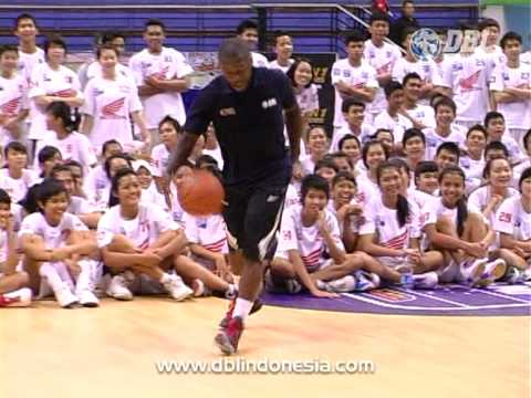 Highlight One On One Nate Robinson v Dimaz Muharri - DBL Camp 2011