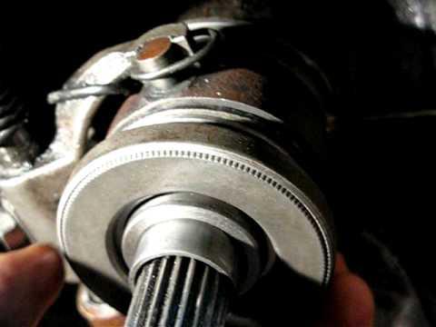Где находятся направляющие втулки клапанов у Peugeot 807