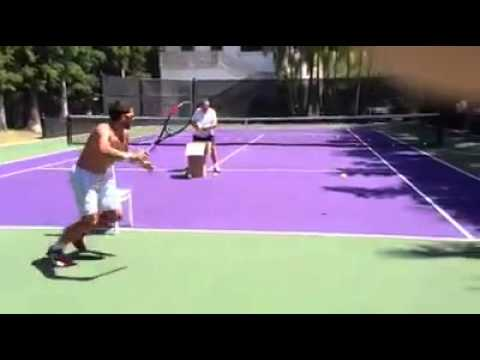 How to hit a running forehand