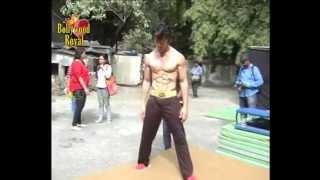 getlinkyoutube.com-Tiger Shroff does live action ''Parkour'' for ''Heropanti'' Part 1