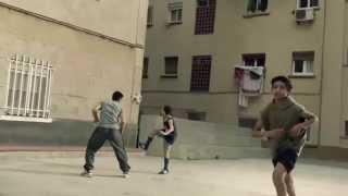 getlinkyoutube.com-Niños le enseñan algunos trucos a Leo Messi