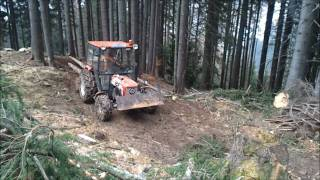 getlinkyoutube.com-Lindner 420 SA Bauernfreund im Wald