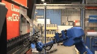 getlinkyoutube.com-Motoman robot with Amada press brake