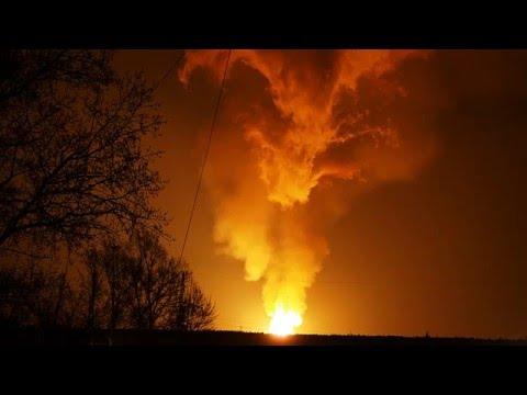 Все небо у вогні - відео пожежі на російському газопроводі