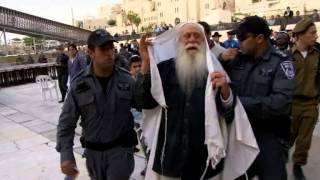 getlinkyoutube.com-Confrontation at the Western Wall. Elderly Jew burns missionary book and was arrested