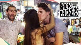 getlinkyoutube.com-Op date met ladyboy in Bangkok - Backpackers in Azië #2