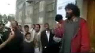 getlinkyoutube.com-مجنون يمني يحشد الناس ويطلب منهم أن يرشحوه لرئاسة الجمهورية