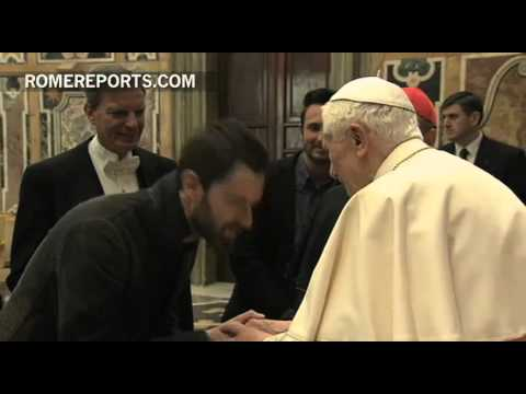 Pope greets rock musician with dreadlocks