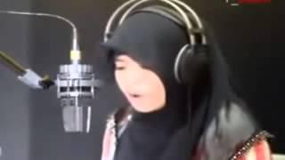 getlinkyoutube.com-فتاة ماليزية تقرأ القرأن بصوت ملائكى لن تسمع مثله فى حياتك