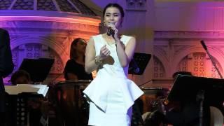 getlinkyoutube.com-มัดหมี่ พิมดาว - เพลงพระราชนิพนธ์ใกล้รุ่ง