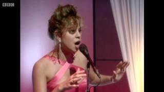 getlinkyoutube.com-Mariah Carey - Emotions (Live @ Wogan, 1991) HD