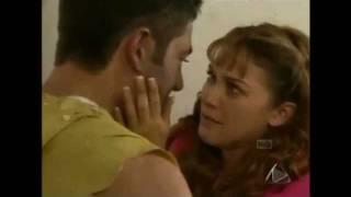 getlinkyoutube.com-Abrazame Muy Fuerte- Maria del Carmen salva a Carlos Manuel de los secuestradores (capitulo 86)