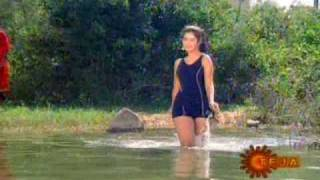 getlinkyoutube.com-Divya Bharti in swimsuit from Naa Ille Naa Swargam