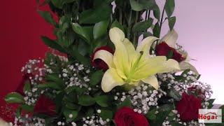 getlinkyoutube.com-Como hacer un Arreglo Floral con Rosas Rojas para Cumpleaños- Hogar Tv  por Juan Gonzalo Angel