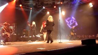 getlinkyoutube.com-Kim Wilde - Never Trust A Stranger (Live in Saasveld 14.12.13)