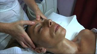 getlinkyoutube.com-Trattamento occhiaie gonfie. Parte 1. Massaggio viso.