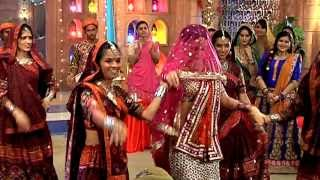 getlinkyoutube.com-Sanaya Irani's Traditional Dance -  Rangrasiya Full Episode