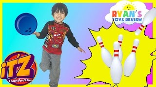 getlinkyoutube.com-Indoor Family Fun Center for Kids IT'Z bowling car racing games and activities kids Video