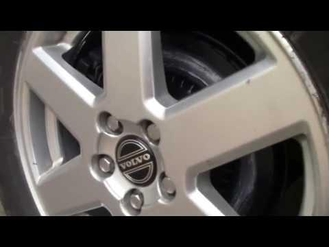 Где у Вольво V70 находится датчик износа тормозных колодок