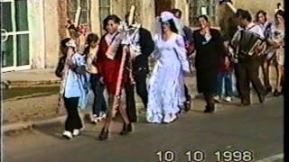 getlinkyoutube.com-Secvente unice de la nunta familiei Vlaicu Gheorghe din Smeeni - 10.10.1998