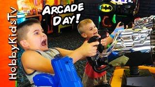 getlinkyoutube.com-Arcade Day! Prizes + Tickets Game Fun with HobbyPig HobbyFrog by HobbyKidsTV