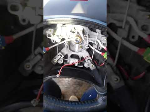 Где в Citroen C3 Picasso находится предохранитель моторчика омывателя