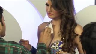 getlinkyoutube.com-Sunny Leone ENJOYING with makeup man